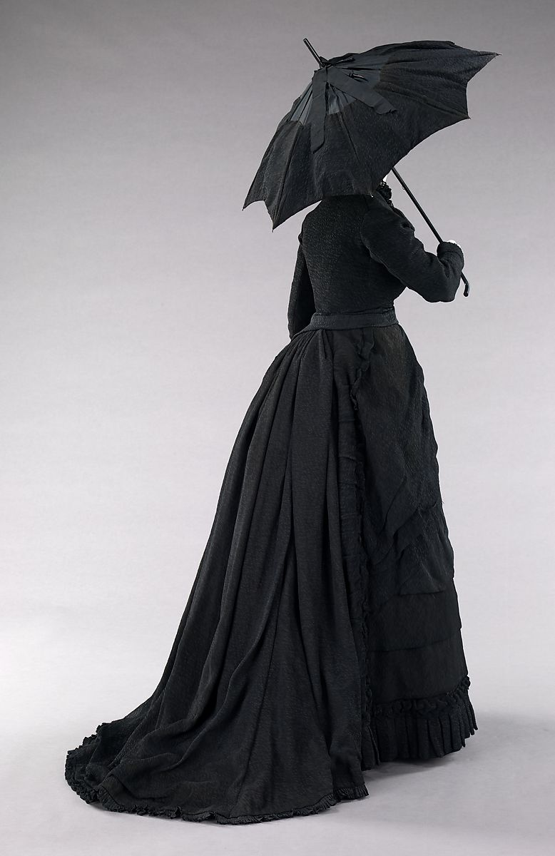 Mourning ensemble, silk, American parasol, black parasol, GPS, BillionGraves, ancestors, family history, Victorian era, Victorian mourning clothes, funeral. mourning, cemetery, grave, GPS, cemetery documentation, gravestone photos