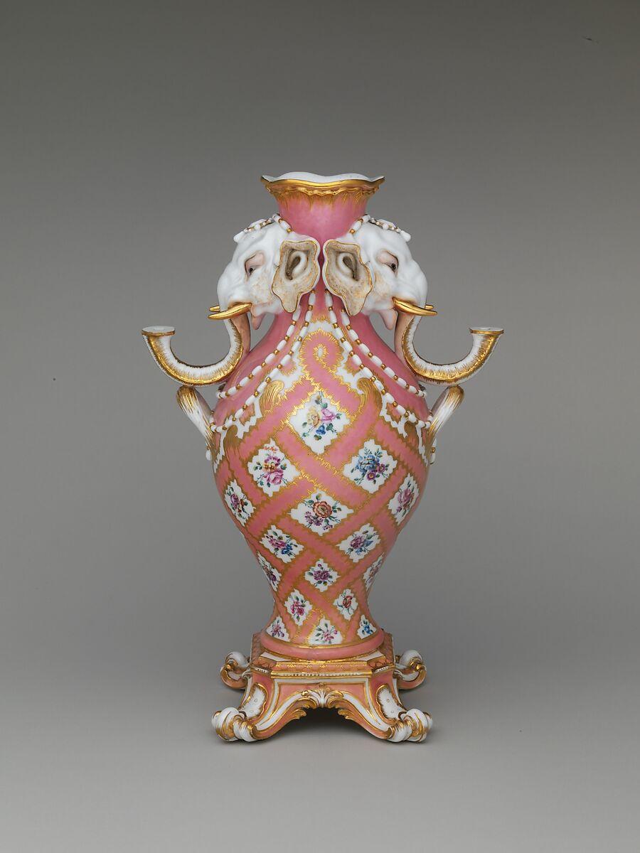 S 232 Vres Manufactory Vase Vase 224 T 234 Te D 233 L 233 Phant One Of