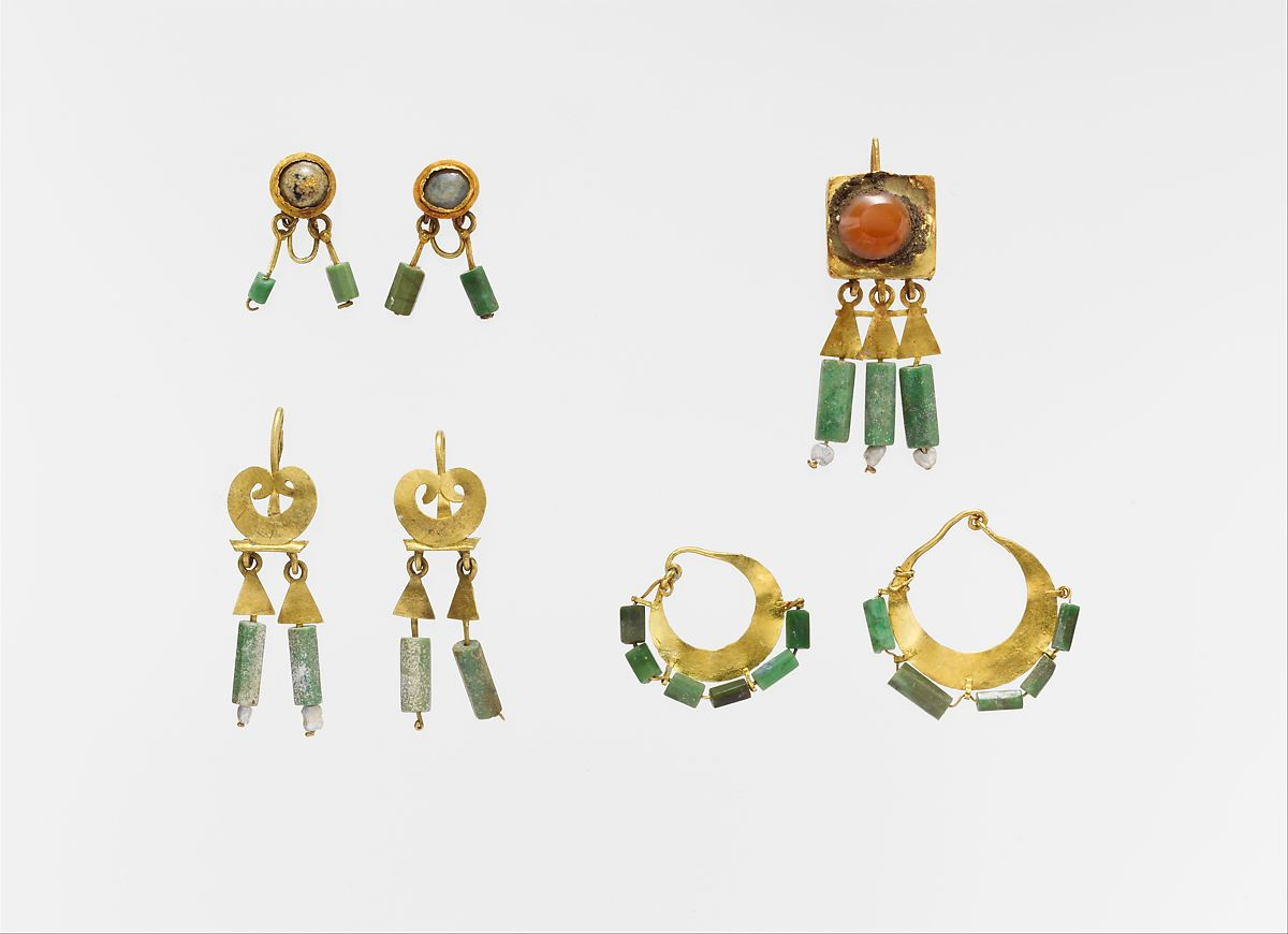 Gold and chalcedony earring, Gold, chalcedony, Roman