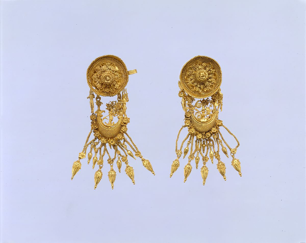 Pair of gold earrings with disk and boat-shaped pendant | Greek | Hellenistic | The Met