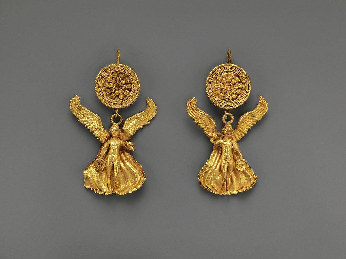 Pair of gold earrings with a disk and Eros | Greek | Hellenistic | The Met