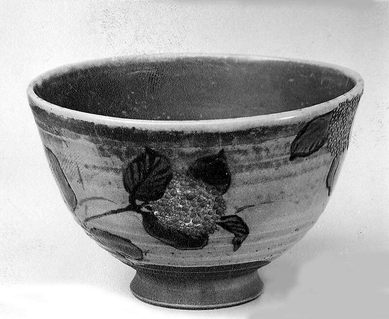 Tea Bowl with Hydrangeas, Nin'ami Dōhachi (Takahashi Dōhachi II) (Japanese, 1783–1855), Stoneware with polychrome enamels over a transparent glaze (Kyoto ware), Japan